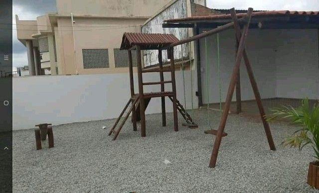 Playground com casinha e escalada