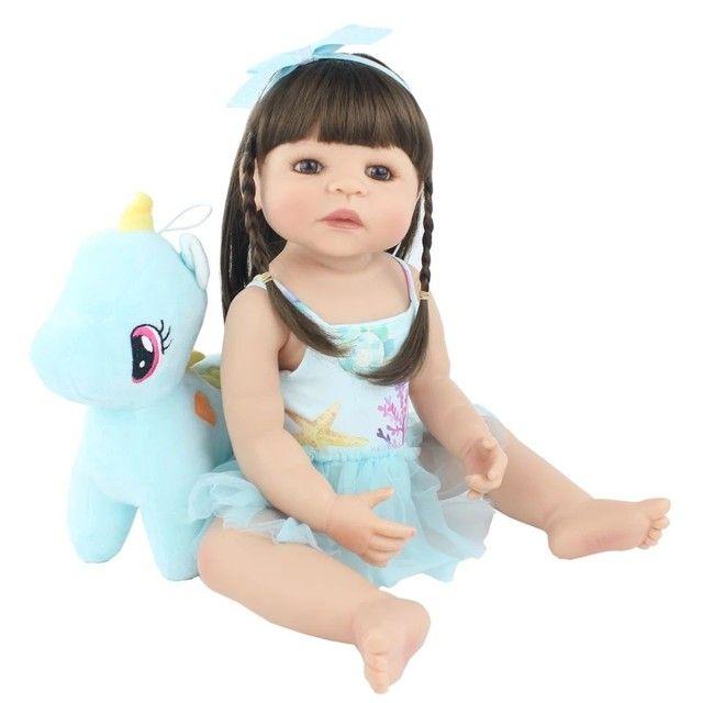 Bebê Reborn 55cm 100% silicone com unicórnio  - Foto 2