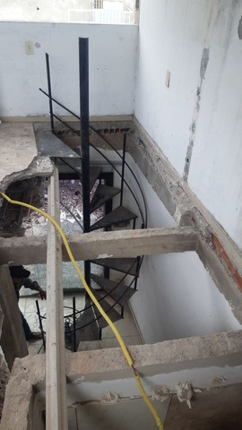 Escada caracol desapegando  - Foto 3
