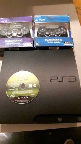 Playstation 3 + 2 controles originais - Foto 3