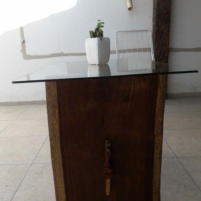 Mesa de madeira Jacarandá com tampo de vidro blindex - Foto 3