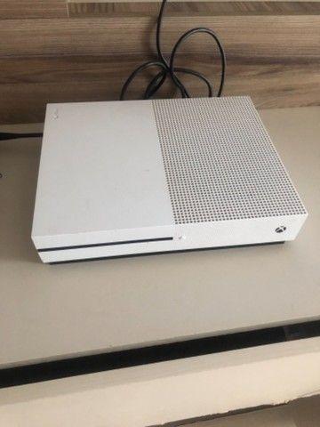 X box one 1 TB + 2 controles ( 5 jogos )