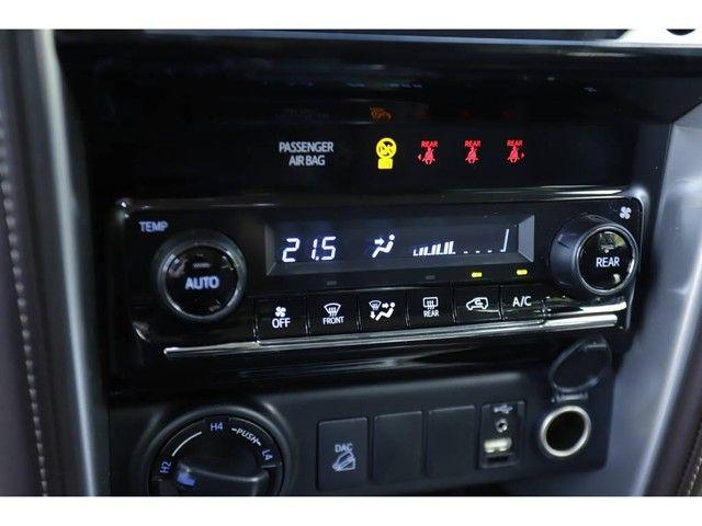 Toyota Hilux SW4 SRX 2.8 4X4 TB DIESEL AUT - 5 LUGARES - Foto 16