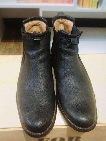 Lote com 5 calçados masculinos de marca, seminovos; numeração 44. - Foto 4