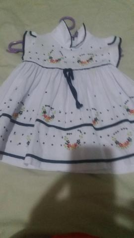 Vendo lote de roupas pra menina td lindo maioria importadas 20 pecas