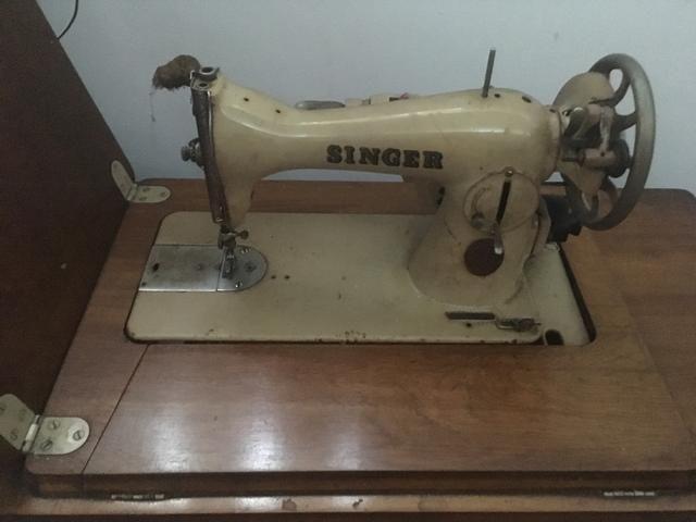 3c9f302ed Máquina de costura antiga Singer - Máquinas para produção industrial ...