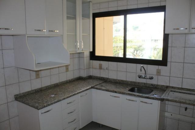 18317 - Apartamento com 3 dormitórios, sendo 1 suíte - 95 m²Centro - Foto 9