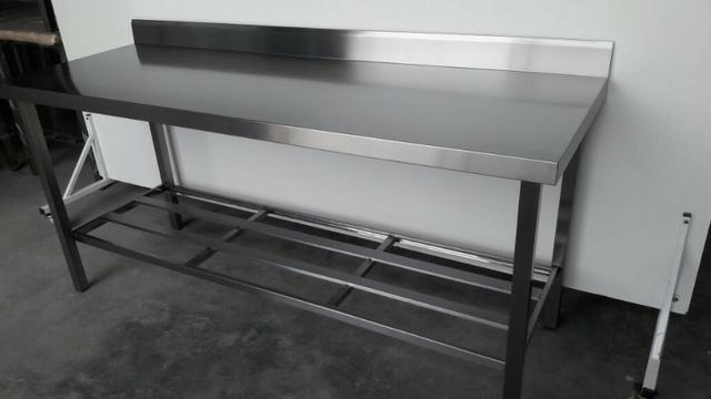 Mesa inox industrial nova - Com prateleira gradeada e espelho de parede
