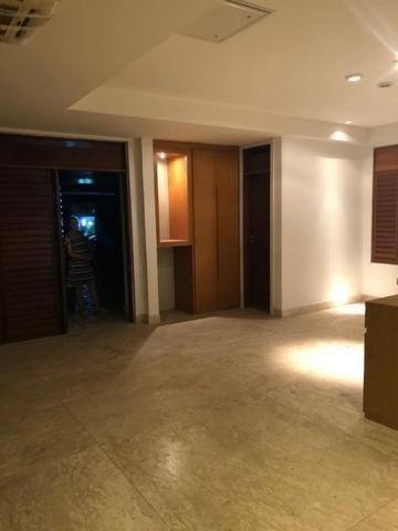 Excelente Casa de Cond. Fechado em Lagoa Nova de 4 suítes de 450m² e 4 Vagas de Garagem - Foto 5