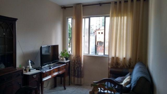 Apartamento, 2/4, no Politeama, com garagem coberta