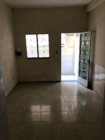 Boa Casa Linear de Vila, 2 qts, rua Manoel Reis, Praça do Exército, Nilópolis - Foto 6