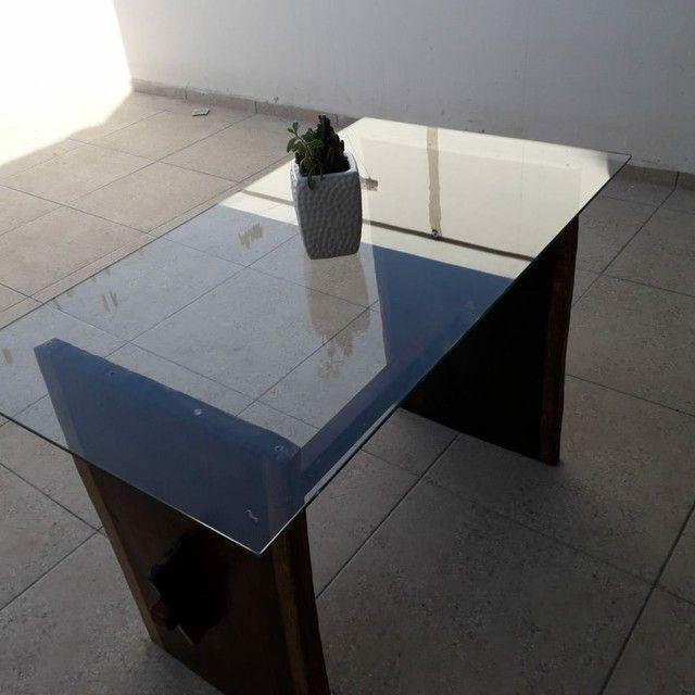 Mesa de madeira Jacarandá com tampo de vidro blindex - Foto 5
