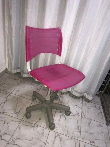 Cadeira com rodinhas - ROSA - Foto 4