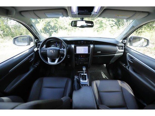 Toyota Hilux SW4 SRX 2.8 4X4 TB DIESEL AUT - 5 LUGARES - Foto 9