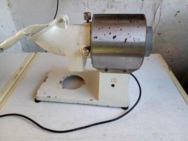 Máquina de ralar queijos e batatinha - Foto 3