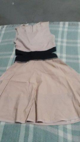 Vende se um vestido juvenil