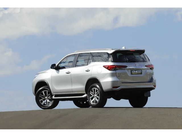 Toyota Hilux SW4 SRX 2.8 4X4 TB DIESEL AUT - 5 LUGARES - Foto 6