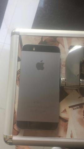 IPhone 5s com caixa, carregador, fone. 4 meses de uso sem marcas