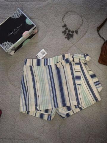 Shorts Saia Listrado Off Whitte e tons de Azuis Pastel 100% Algodão