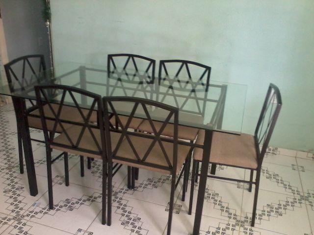 Mesa de vidro em metal, com 6 cadeiras