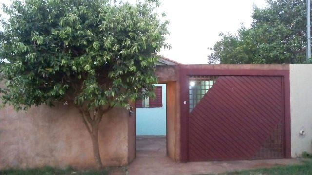 Casa com 4 cômodos e 2 banheiros