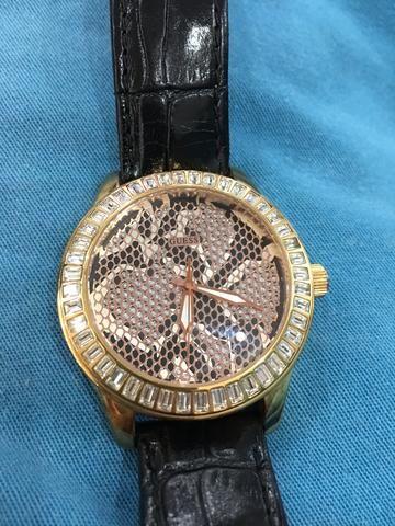 7f4012410d2 Relógio feminino dourado Guess - Bijouterias
