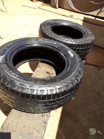 Vendo pneu para caminhonete aro 265/65.17