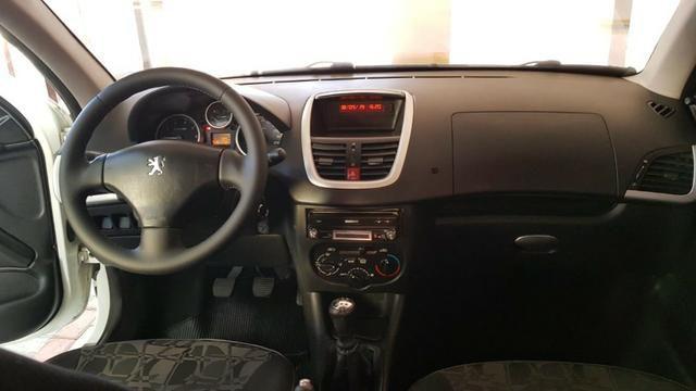 Peugeout 207 2011 HB XR 1.4 flex Novíssimo com cheiro de novo ,perfeito para uber couro - Foto 7