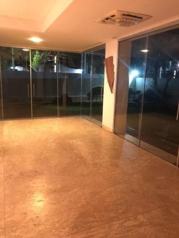 Excelente Casa de Cond. Fechado em Lagoa Nova de 4 suítes de 450m² e 4 Vagas de Garagem - Foto 7