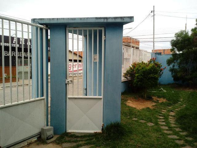Casa escriturada, excelente localização na entrada do bairro São José. - Foto 2