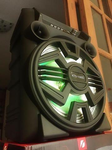 Caixa de Som KTS 1090 com Bluetooth Microfone