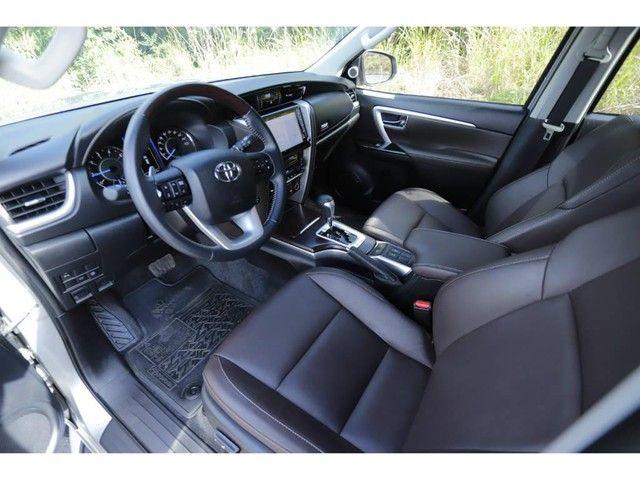 Toyota Hilux SW4 SRX 2.8 4X4 TB DIESEL AUT - 5 LUGARES - Foto 7