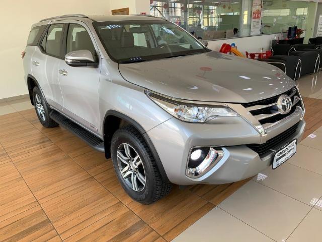 Toyota Hilux Sw4 2.7 SRV 7 LUGARES 4X2 16V FLEX 4P AUTOMATICO - Foto 2
