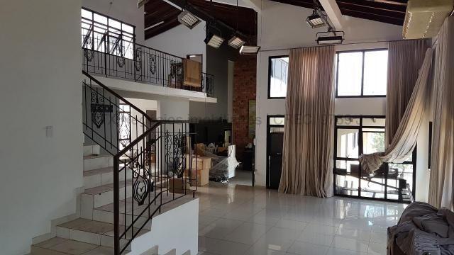 Imóvel com dupla aptidão, construção ampla, possuindo uma área total construída de 450 m² - Foto 3