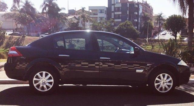 Renault Megane  preto sedan em ótimo estado