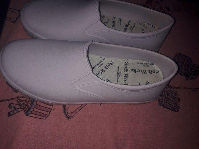 Calçado  profissional antiderrapante novo nunca usei r$ 100 - Foto 2