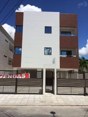 Apartamento com área privativa(quintal); documentação inclusa no José Américo;