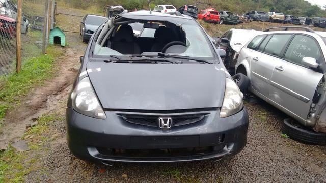 Honda Fit 1.4 manual gasolina 2005 - vendido em peças - Foto 4