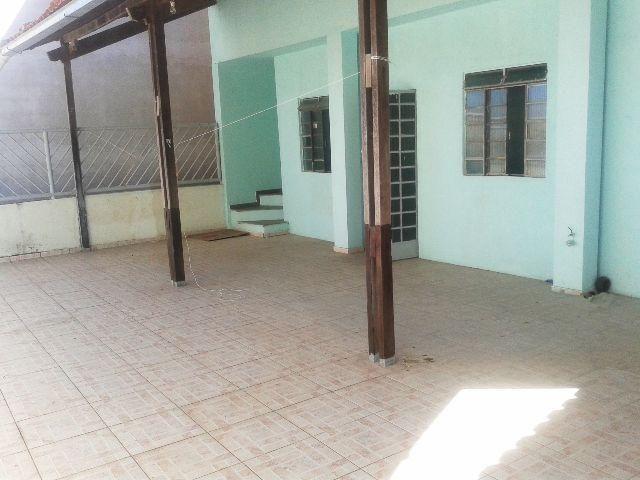 Aluga-se casa 2 qtos, banho, coz, area de tanque 60m² bairro Jdm. Belmonte