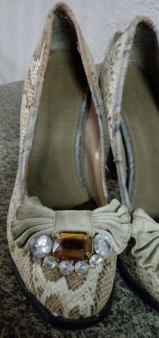 Sapatos saltos altos com pedra bordada, número 37 - Foto 2