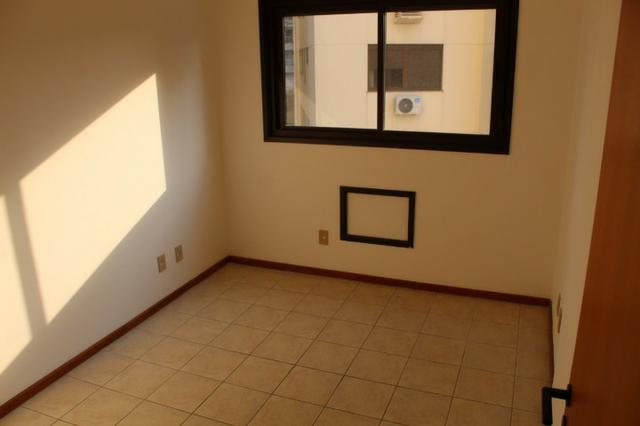 18317 - Apartamento com 3 dormitórios, sendo 1 suíte - 95 m²Centro - Foto 8