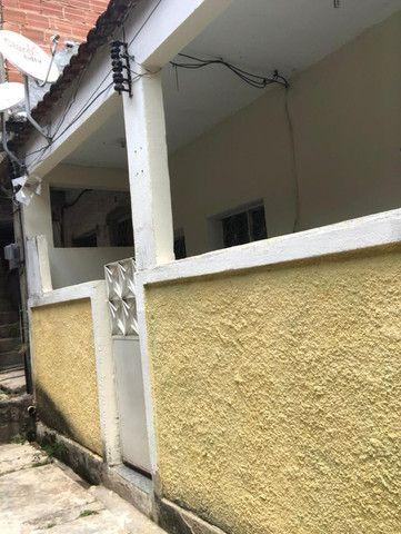 Boa Casa Linear de Vila, 2 qts, rua Manoel Reis, Praça do Exército, Nilópolis