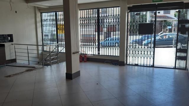 Loja térrea para venda em Santa Maria com Garagem banheiro PNE + subsolo 100m2 localizada