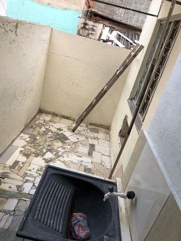 Boa Casa Linear de Vila, 2 qts, rua Manoel Reis, Praça do Exército, Nilópolis - Foto 2
