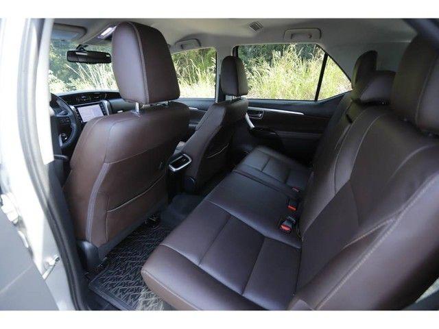 Toyota Hilux SW4 SRX 2.8 4X4 TB DIESEL AUT - 5 LUGARES - Foto 8