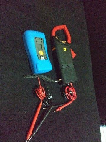 Alicates Amperímetro Multímetro Digital clamp - Foto 2