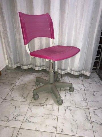 Cadeira com rodinhas - ROSA