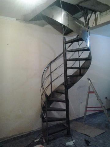 Escada caracol ( com corremäo e instalada) - Foto 4