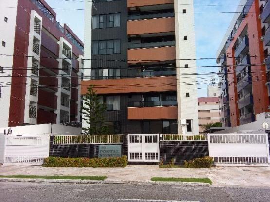 Apartamento no Cabo Branco, 1 suíte, 2 vagas, a 50 m da praia