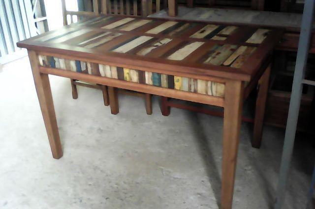 Mesa de Jantar com tampo e saia color 1,20 X 0,80